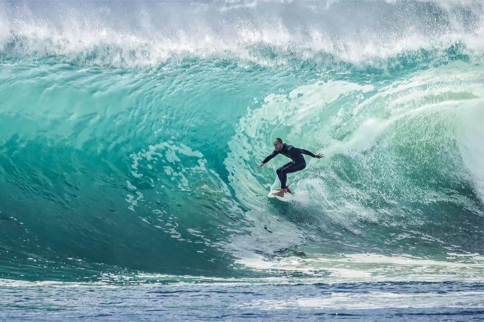 The World's Best Surfing Spots (KITBOX x Wingman)